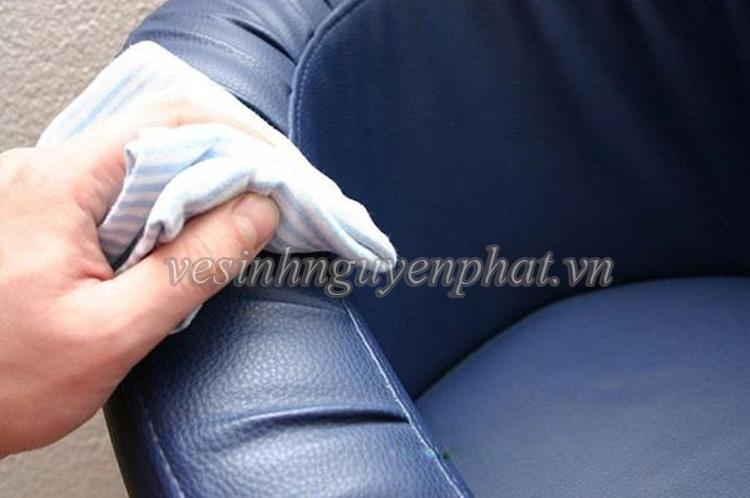 Những cách làm tăng độ bền cho ghế sofa khi cần giặt sạch