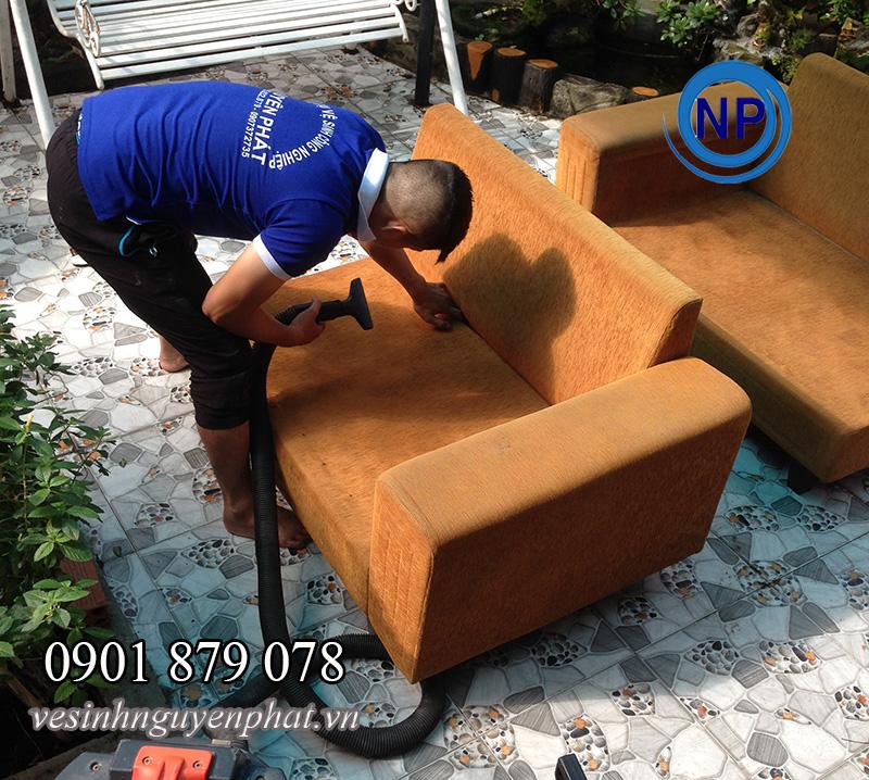 Dịch vụ giặt ghế sofa tại quận 7 NHANH – UY TÍN – CHẤT LƯỢNG