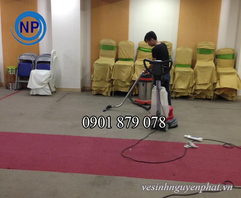 Dịch vụ giặt thảm cửa hàng, phòng karaoke, văn phòng tại TP HCM