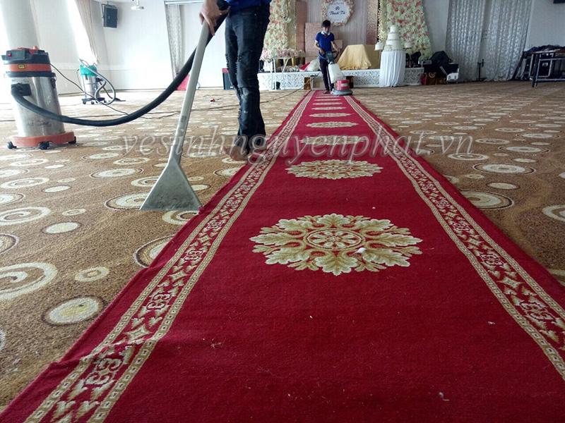 Cách làm sạch vết bẩn trên thảm do dầu mỡ gây ra