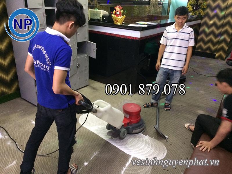 Hình ảnh thi công giặt thảm của vệ sinh Nguyên Phát