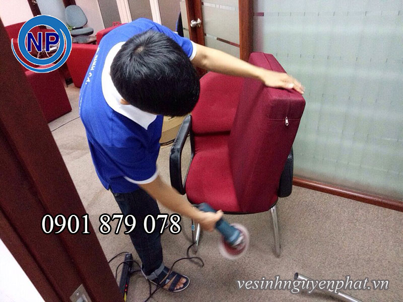 Giặt ghế sofa tại nhà chị Thu phường Tân Hưng quận 7