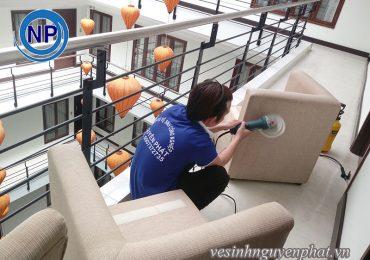 Có nên sử dụng dịch vụ giặt ghế sofa giá rẻ không?