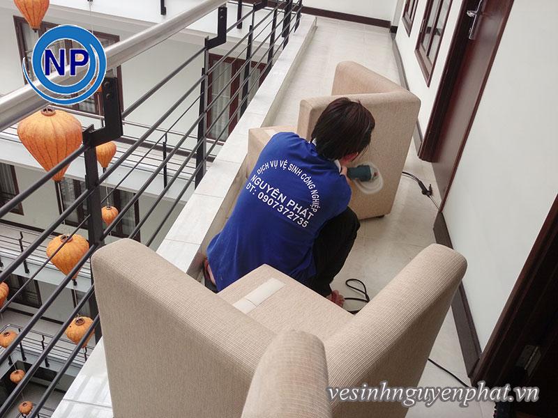 Giặt ghế sofa 40 phòng tại Viễn Đông HOTEL 3
