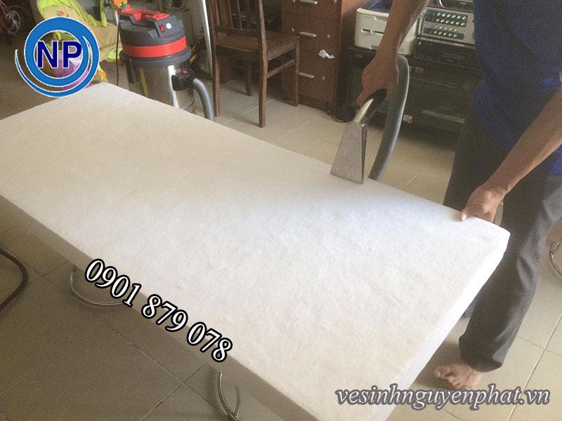 Dịch vụ giặt nệm tại nhà HCM (UY TÍN – TRÁCH NHIỆM)