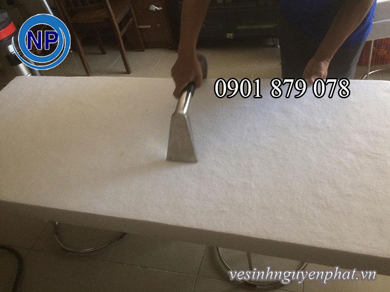 Hướng dẫn cách xử lý nệm ướt 2