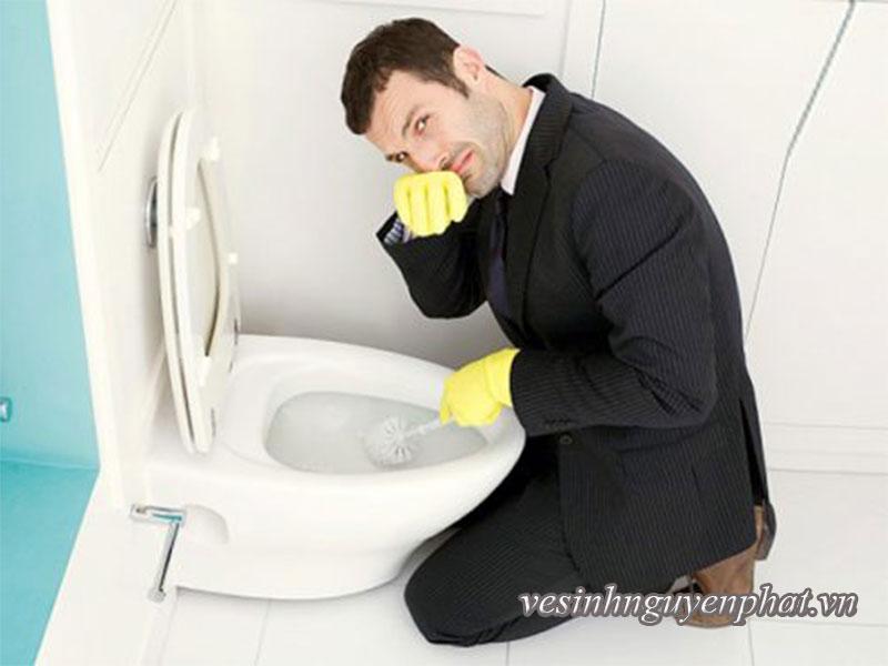 Cách vệ sinh nhà vệ sinh sạch nhất nhưng ít tốn công nhất 2