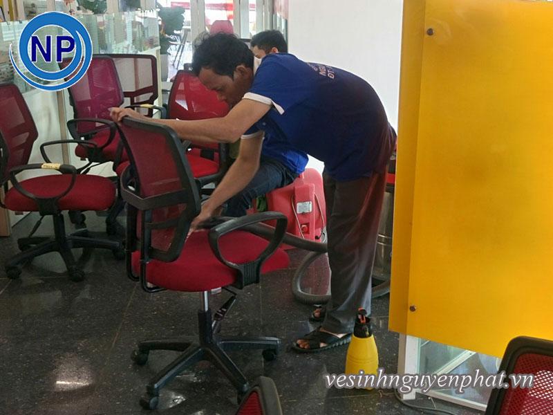 Giặt ghế văn phòng tại VietJet Air 4