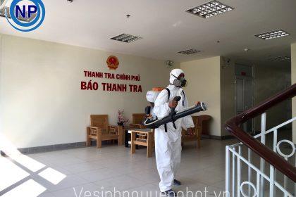 Phun thuốc khử trùng tại Trụ Sở Thanh Tra Chính Phủ