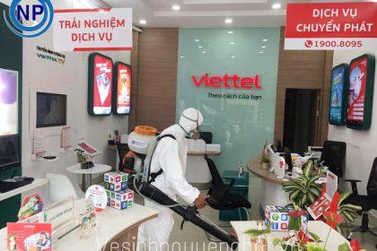 Phun thuốc khử trùng hệ thống cửa hàng Viettel